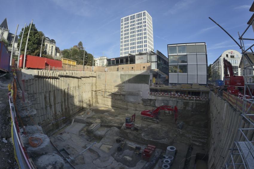 Construction d'un nouveau bâtiment administratif avec 5 niveaux enterrés.