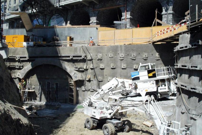 Construction et transformation d'une ligne de métro souterraine
